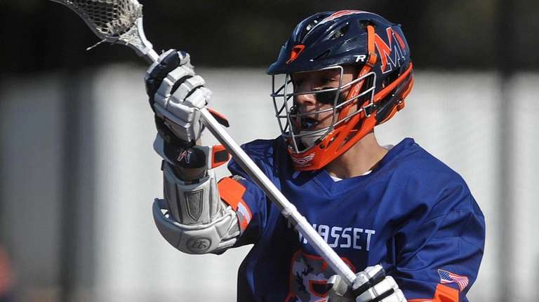Louis Perfetto of Manhasset takes a pass behind