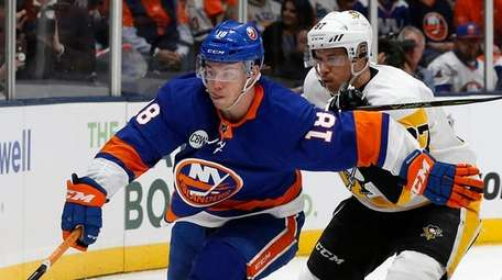 Islanders left wing Anthony Beauvillier and Penguins center