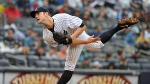 New York Yankees relief pitcher David Robertson throws