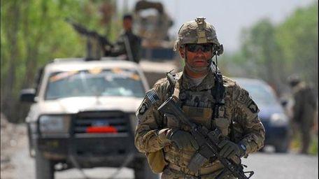 Solder in Afghanistan