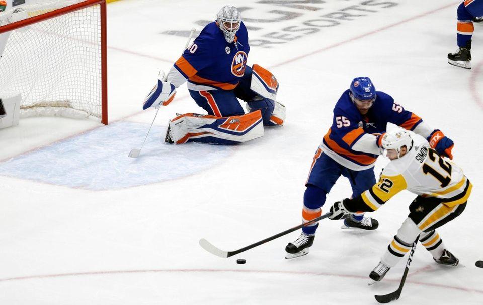 Islanders goaltender Robin Lehner (40) defends the shot