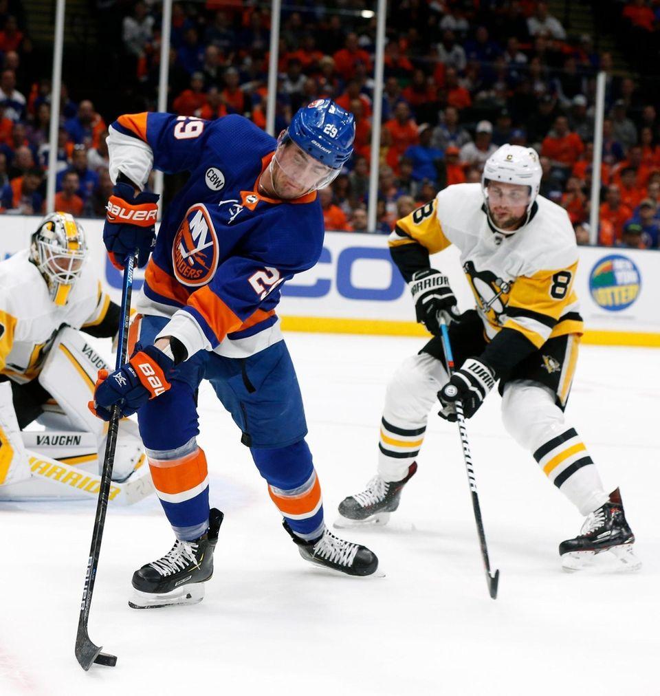 Islanders center Brock Nelson (29) skates against Penguins