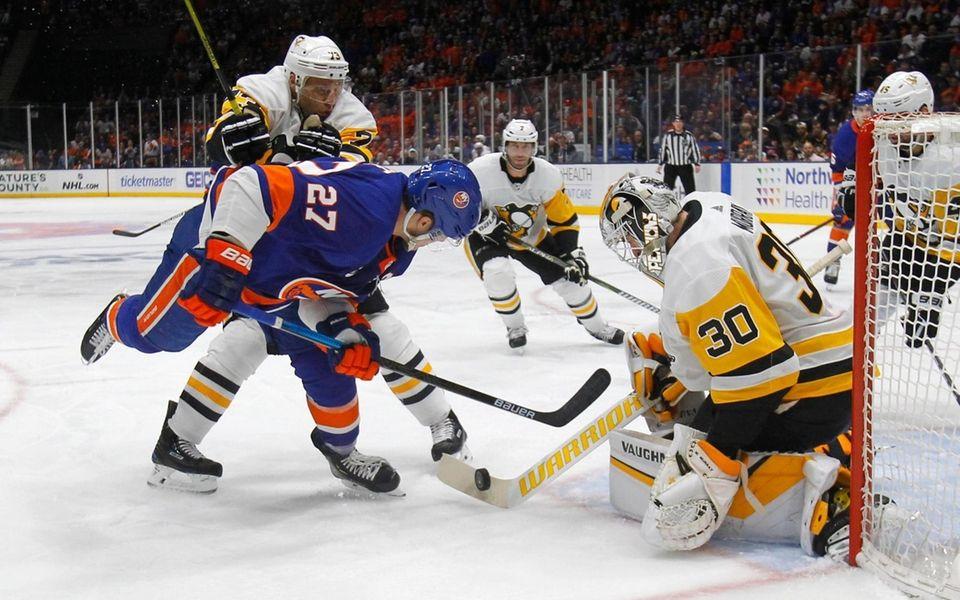 Islanders left wing Anders Lee (27) takes the