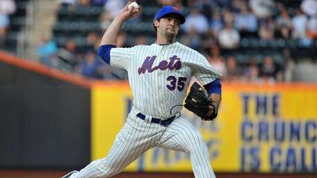 New York Mets starting pitcher Dillon Gee (35)