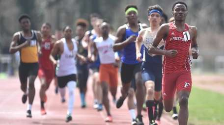 Kevon Smith of Freeport stays ahead of his