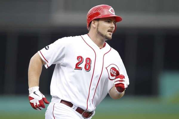 Chris Heisey #28 of the Cincinnati Reds rounds