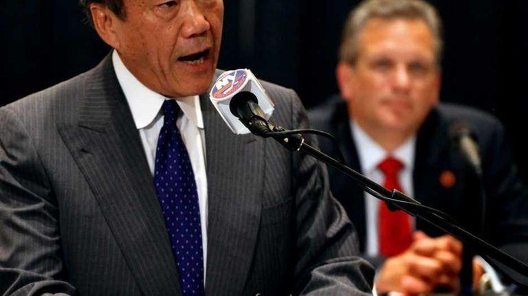 Islanders owner Charles Wang addresses the media as