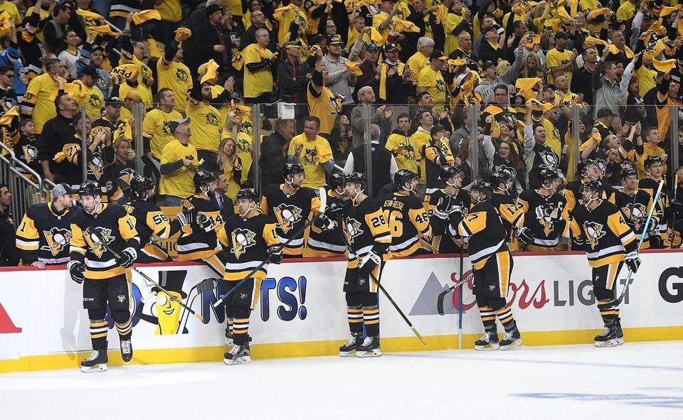 Garrett Wilson #10 of the Pittsburgh Penguins celebrates