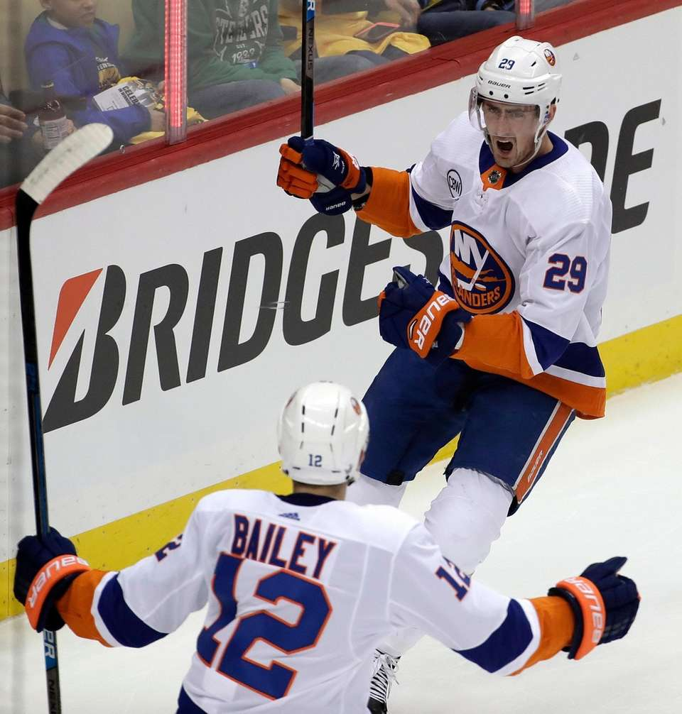 Islanders' Brock Nelson (29) celebrates his goal with