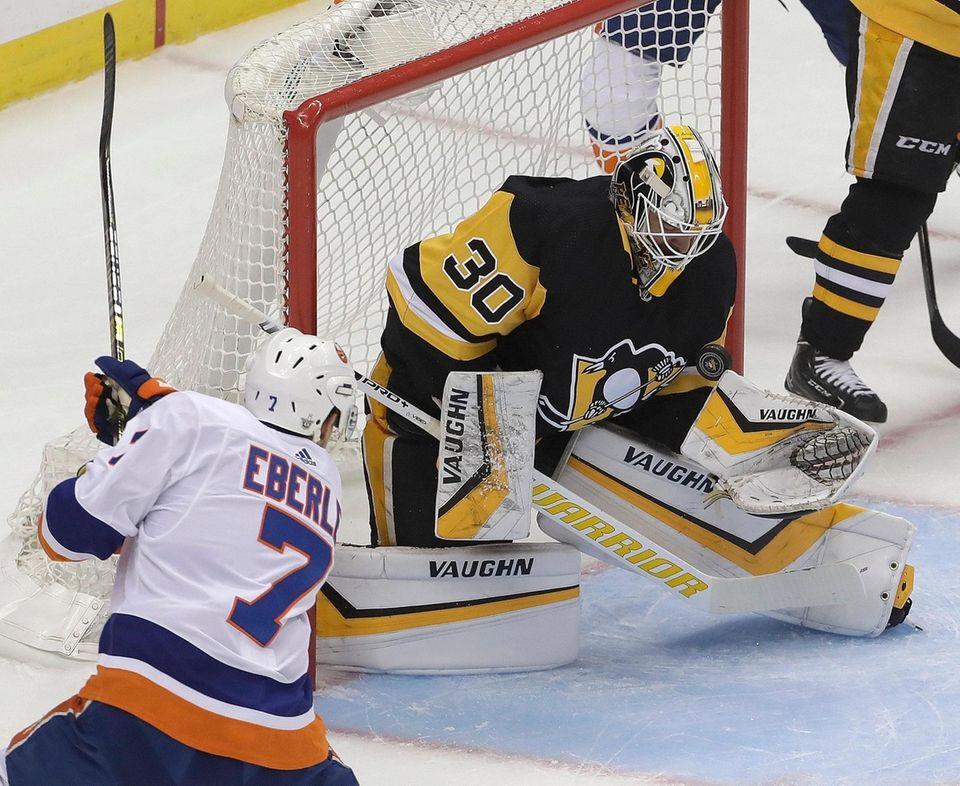 Pittsburgh Penguins goaltender Matt Murray (30) stops a