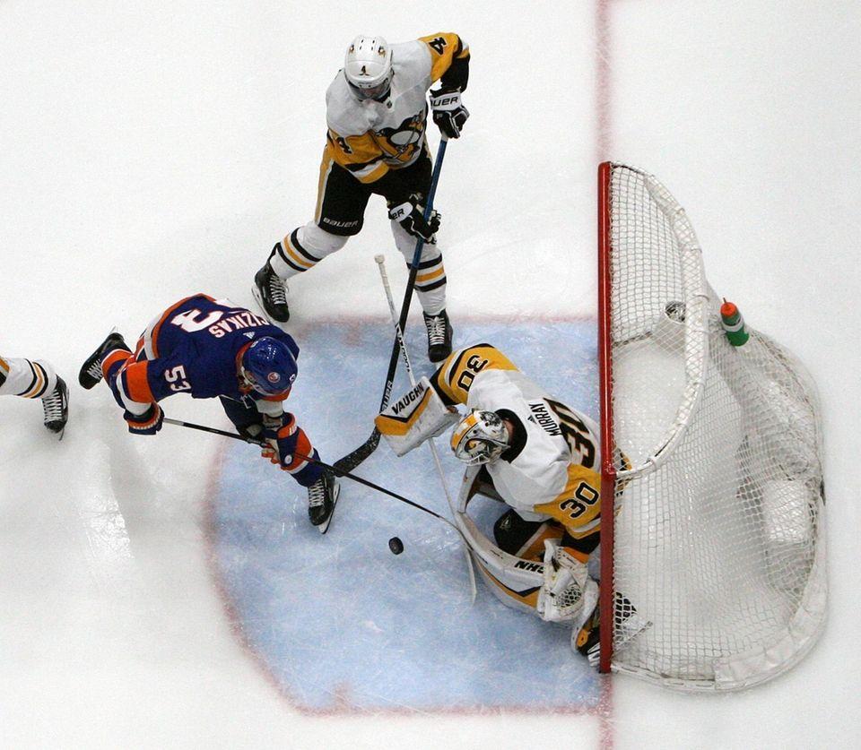 Islanders center Casey Cizikas (53) takes the shot
