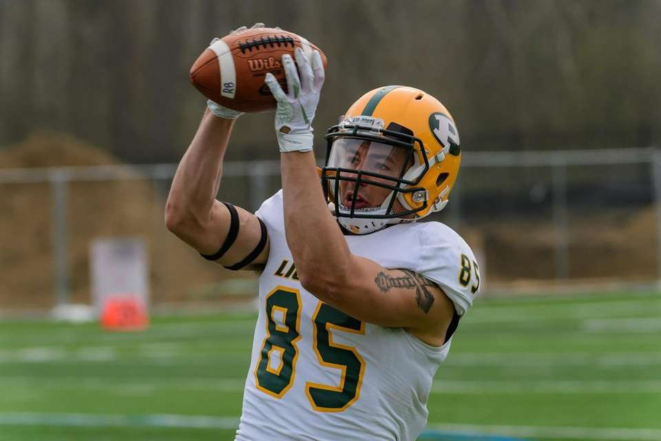 Steven Chambers during the LIU Post spring football