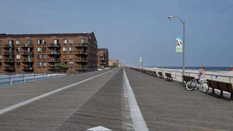 Long Beach's boardwalk is 2.5 miles long and