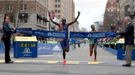 Lawrence Cherono breaks the tape to win the