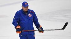 New York Islanders head coach Barry Trotz looks