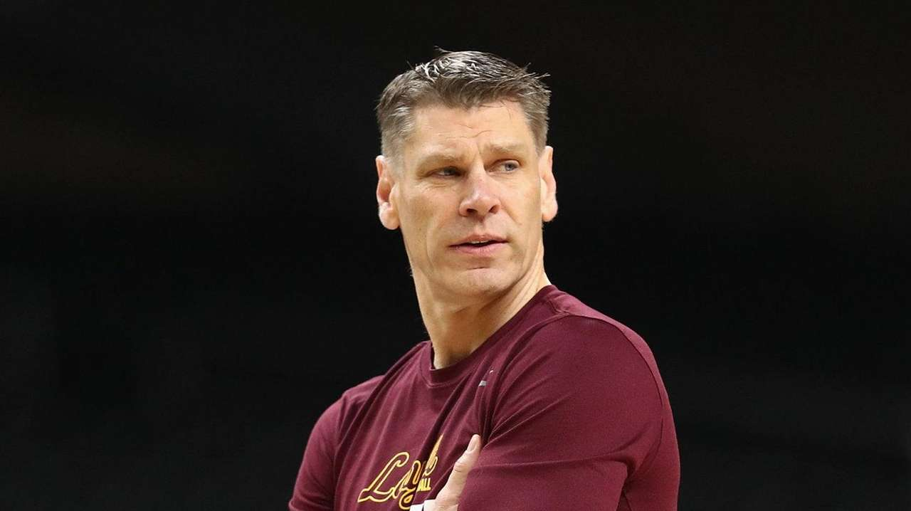 St. John's interviews Loyola-Chicago's Porter Moser, reports say