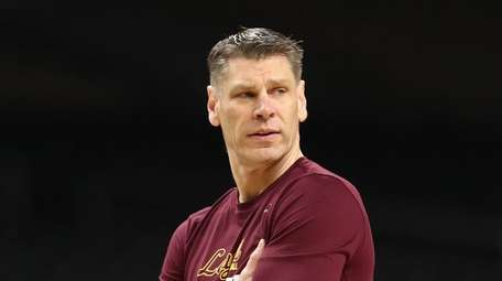 Head coach Porter Moser of the Loyola Ramblers
