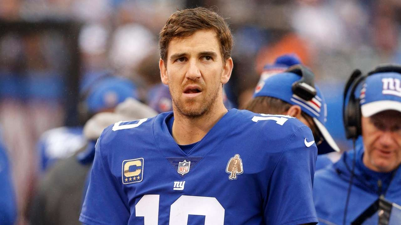 While Giants seek his potential successor, Eli Manning preparing for season the same way he always has