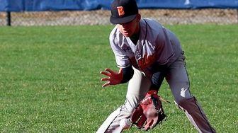 Babylon second baseman Cristino Tufano grabs the ground