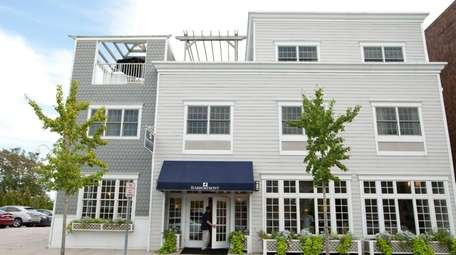 The Harborfront Inn located in Greenport is within