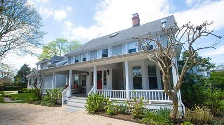 White Fences Inn in Water Mill offers 5