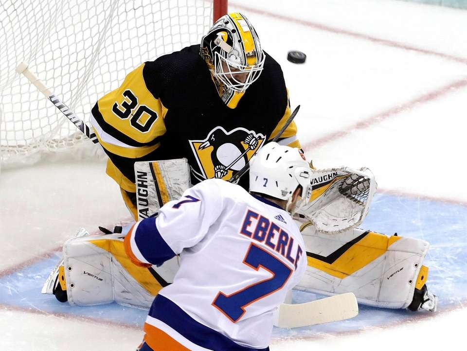 The Islanders' Jordan Eberle puts a shot past