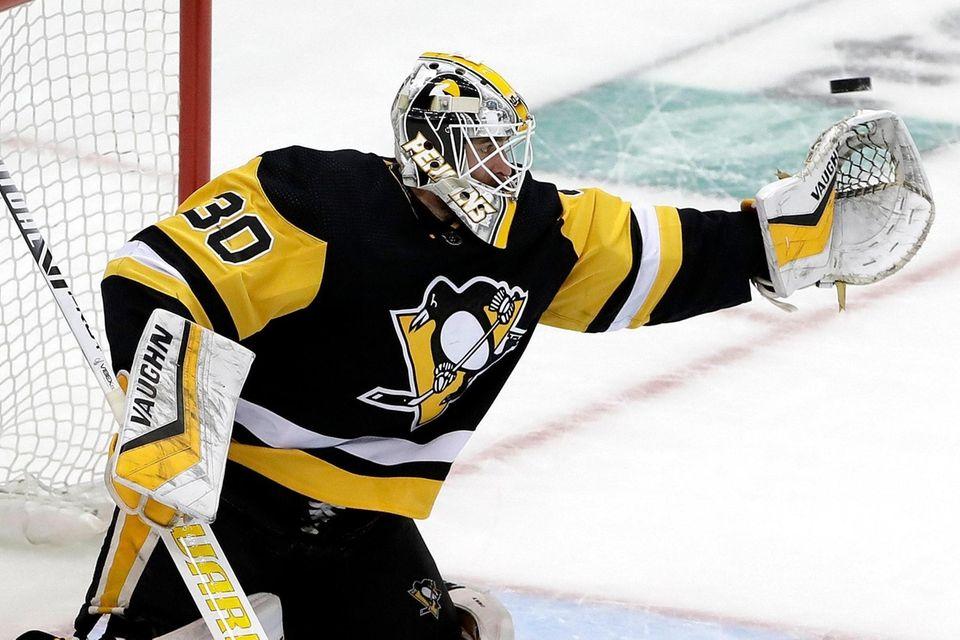 Penguins goaltender Matt Murray reaches for a shot