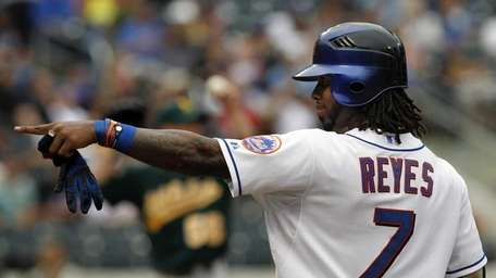 New York Mets' Jose Reyes reacts after hitting
