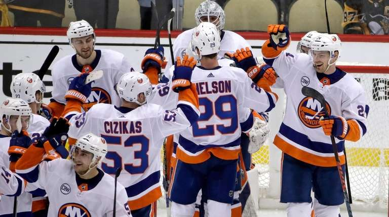 Islanders Sweep Penguins To Reach Second Round Of Stanley Cup
