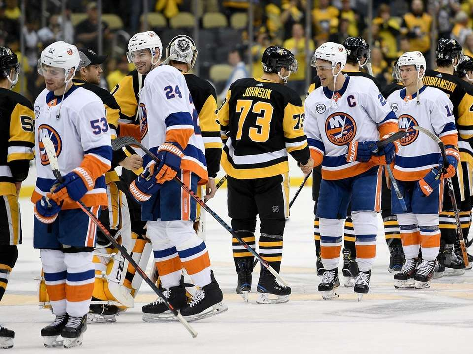 Anders Lee of the Islanders shakes hands with