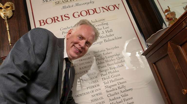 Opera singer John Horton Murray points to his