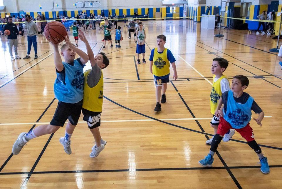 Amateur basketballers
