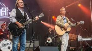 Dewey Bunnell, left, and Gerry Beckley of America