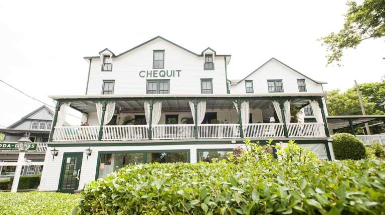 Front exterior of The Chequit on Shelter Island.