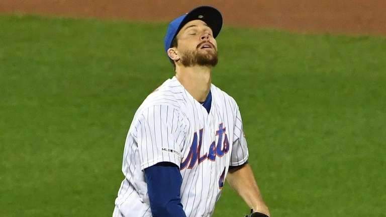 Mets starting pitcher Jacob deGrom reacts against the