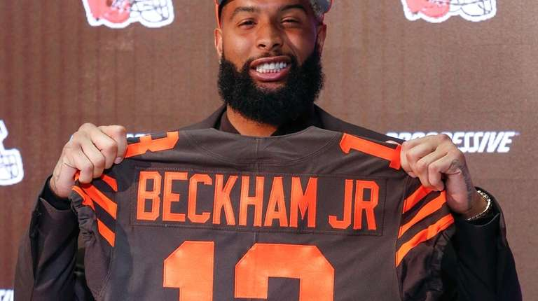 Cleveland Browns' Odell Beckham poses with his jersey