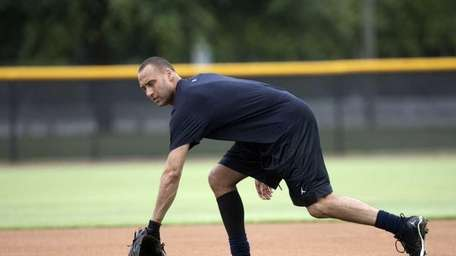 Derek Jeter works out at the Yankees' spring
