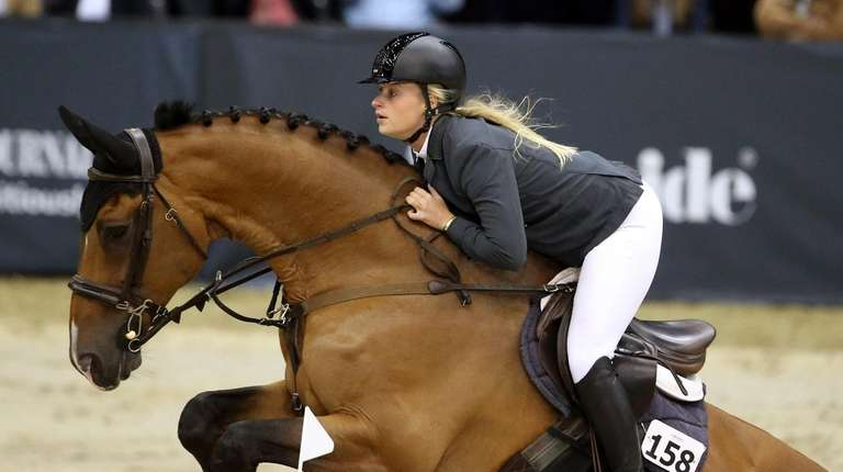 Kristen Vanderveen rides at the 2018 Longines Masters
