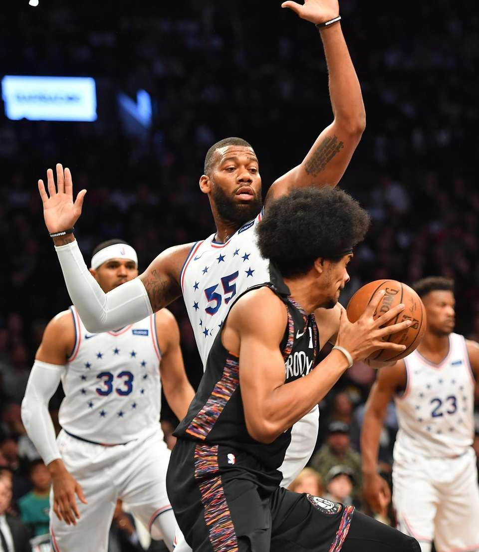 Nets center Jarrett Allen (31) drives around 76ers
