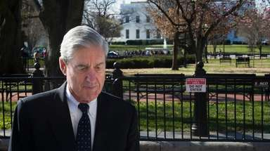 Special counsel Robert Mueller walks past the White