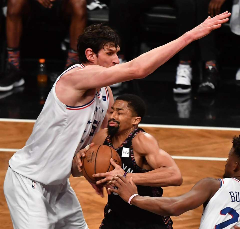 Nets guard Spencer Dinwiddie (8) is defended by