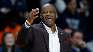 Mike Anderson reacts during the second half of