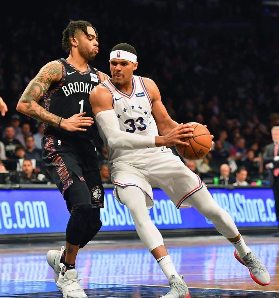 Nets guard D'Angelo Russell (1) defends the drive