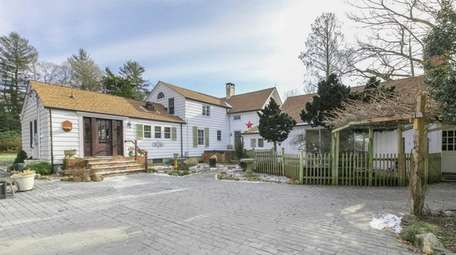 Amenities at this Nissequogue home include central air
