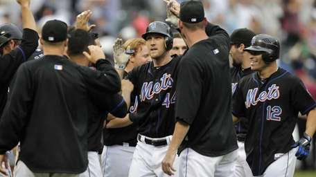 New York Mets' Jason Bay, center, is greeted