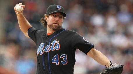 R.A. Dickey of the New York Mets pitches