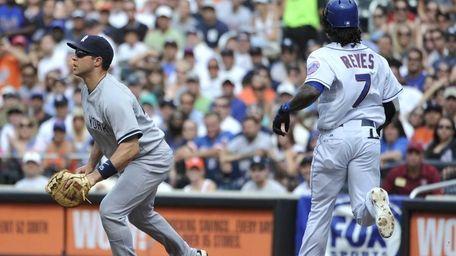 New York Mets' Jose Reyes runs to first