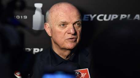 Islanders general manager Lou Lamoriello speaks with the