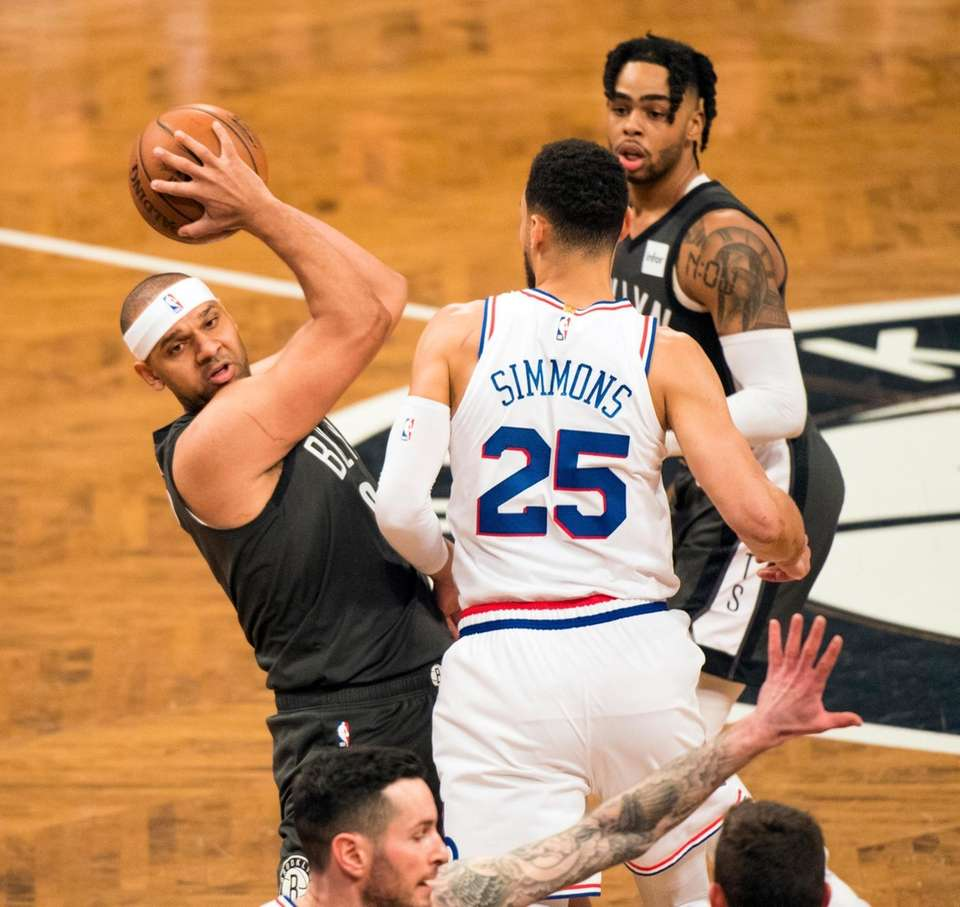 Nets forward Jared Dudley (6) goes around 76ers