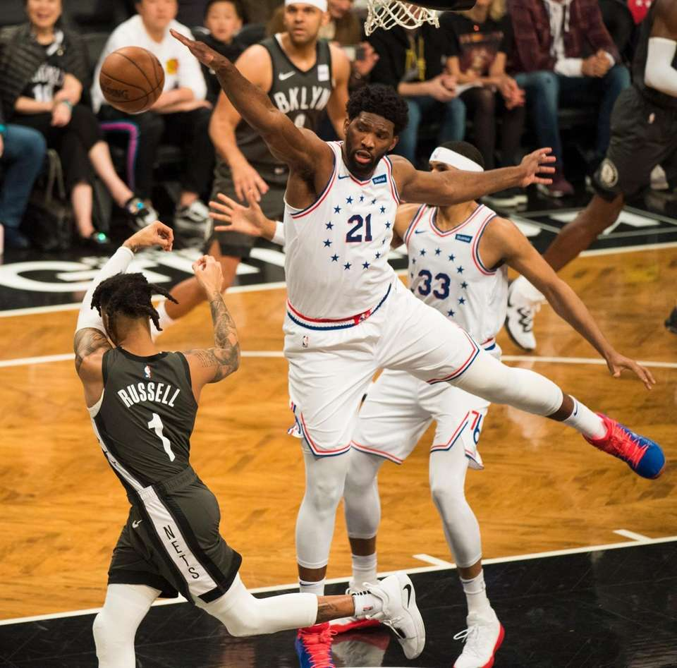 Nets guard D'Angelo Russell (1) drives on 76ers